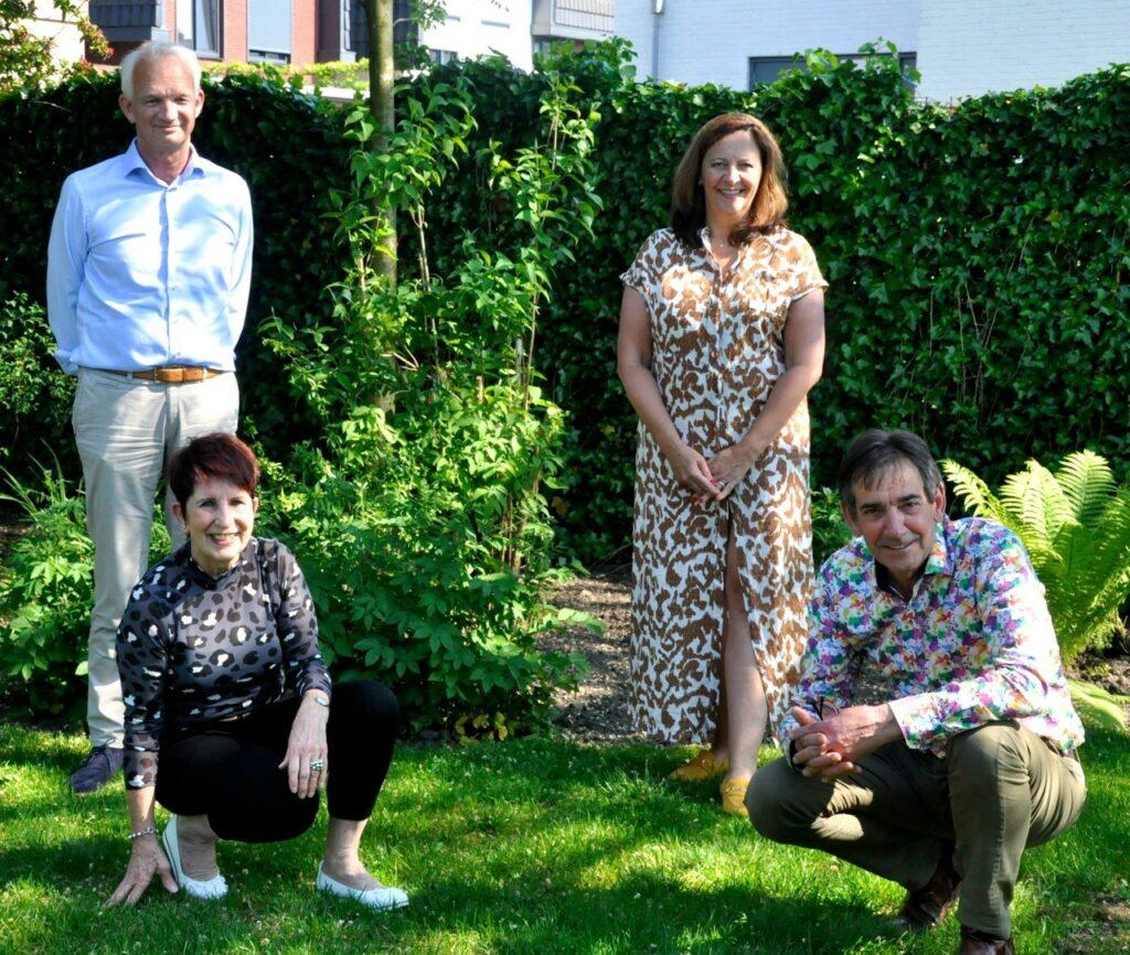 Ondertekening samenwerkingsovereenkomst Stichting de Iris en Amerpoort vlnr Alfons Klarenbeek, Elly Heijstek, Els van Maurik en Paul Willems